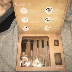 Profusion Studio makeup brush set NWT